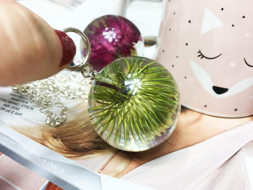 biżuteria z żywicy naszyjnik