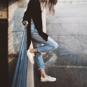 10 najmodniejszych i ciekawych fasonów spodni na wakacje 2018