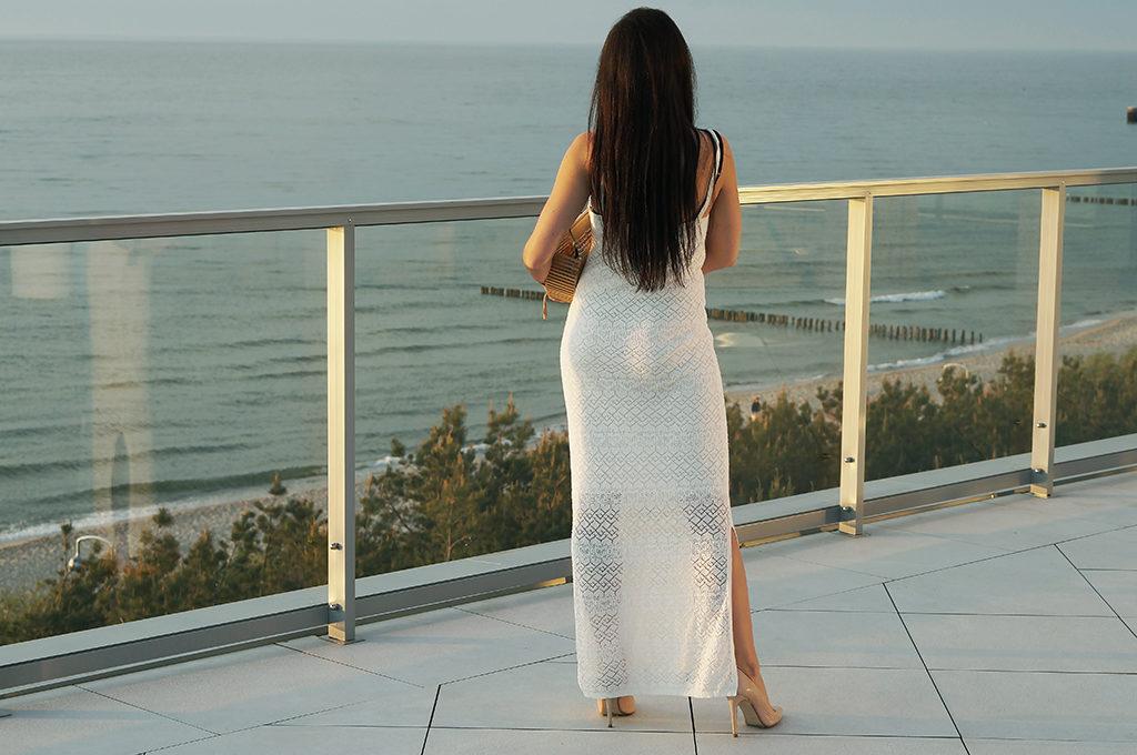 biała sukienka wakacyjna