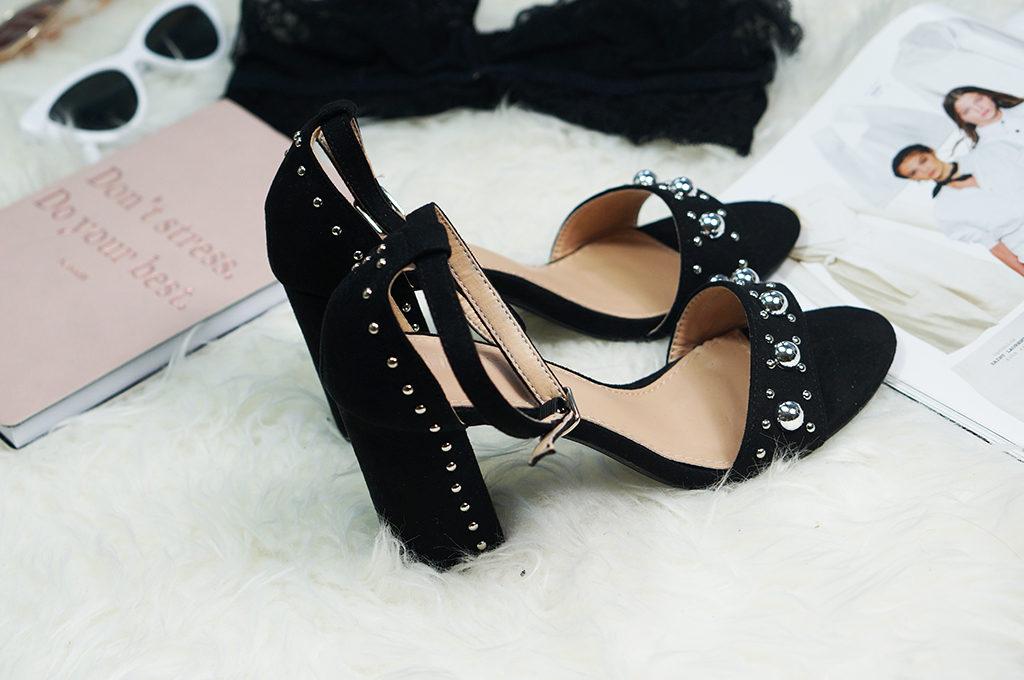 czarne buty z ozdobami
