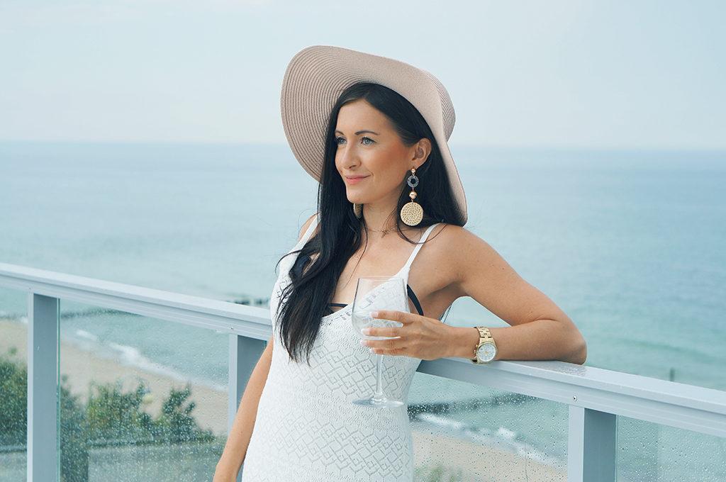 sukienka biała na wakacje