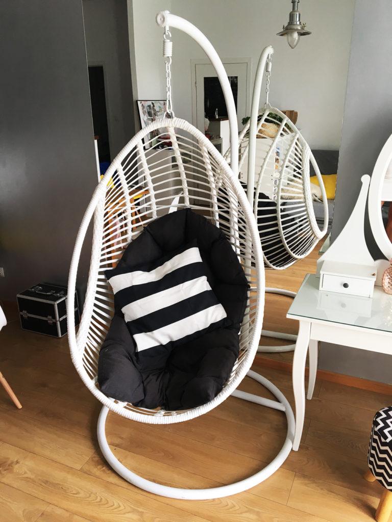 biały fotel kokon wiszący