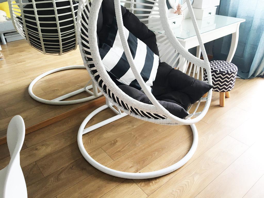 fotel wiszący biały