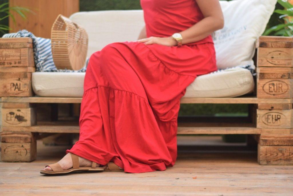 długa sukienka czerwona z falbanami