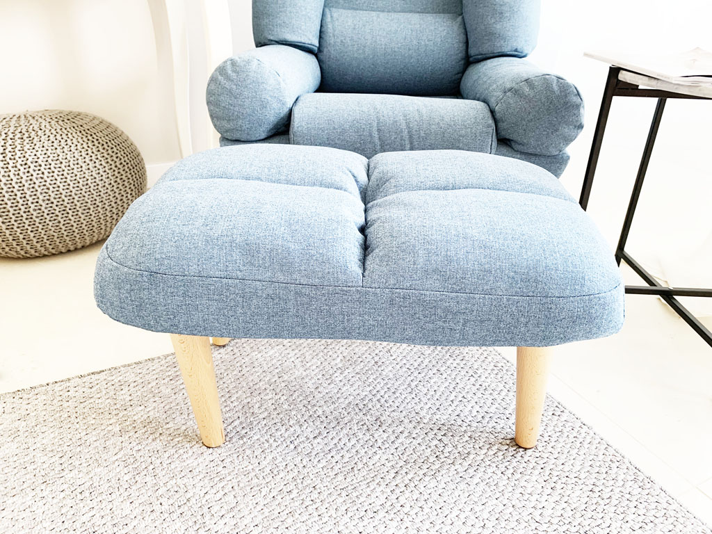 fotel z podnożkiem skandynawski niebieski