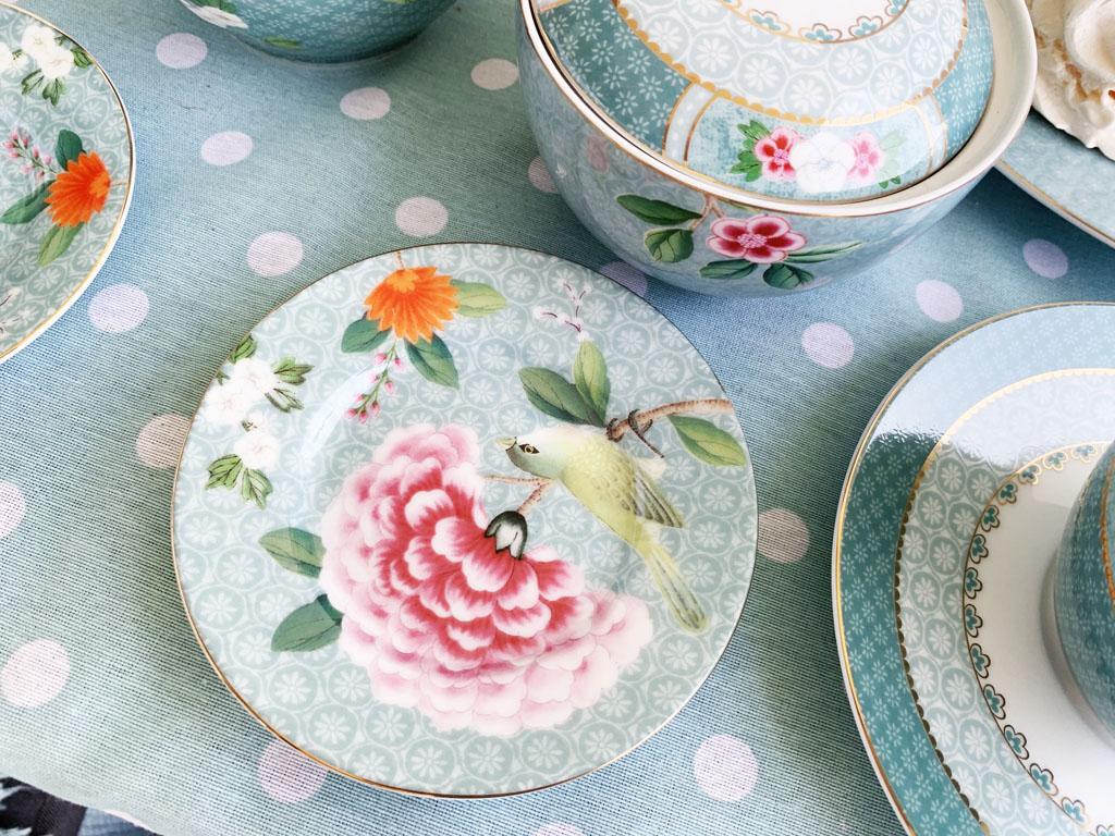 porcelanowy talerz miętowy