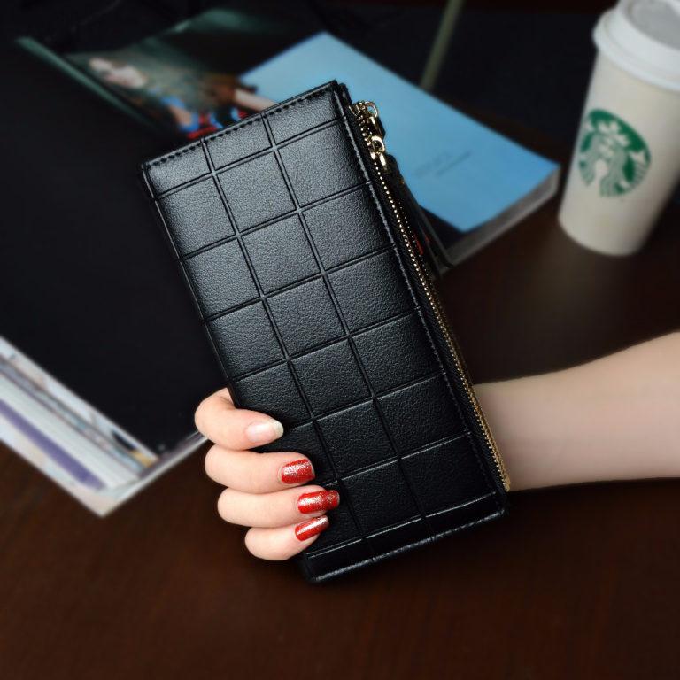 czarny portfel skórzany