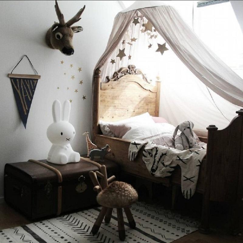 pokój dla chłopca brązowy