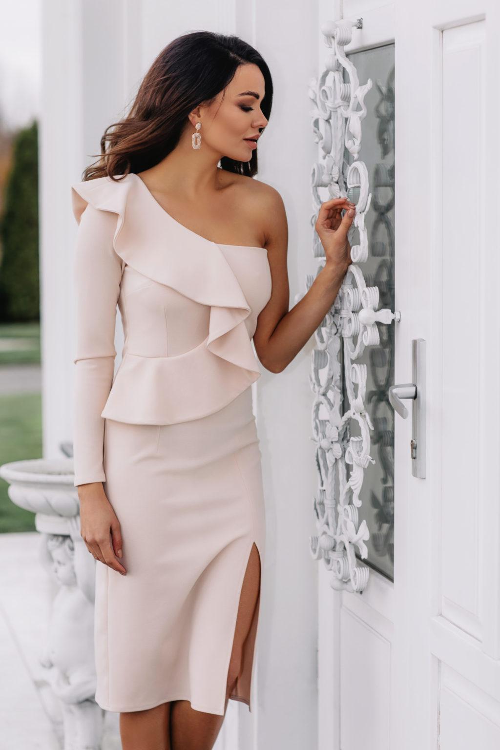 sukienka z falbankam na wesele 2020
