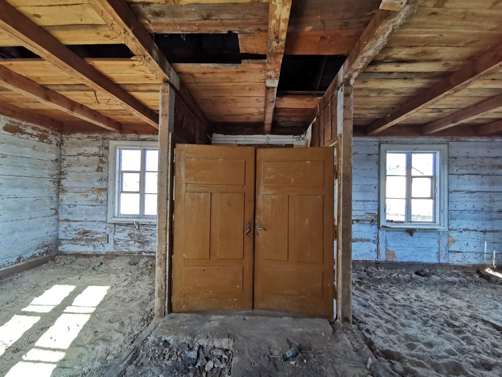 drewniana wiejska chata remont