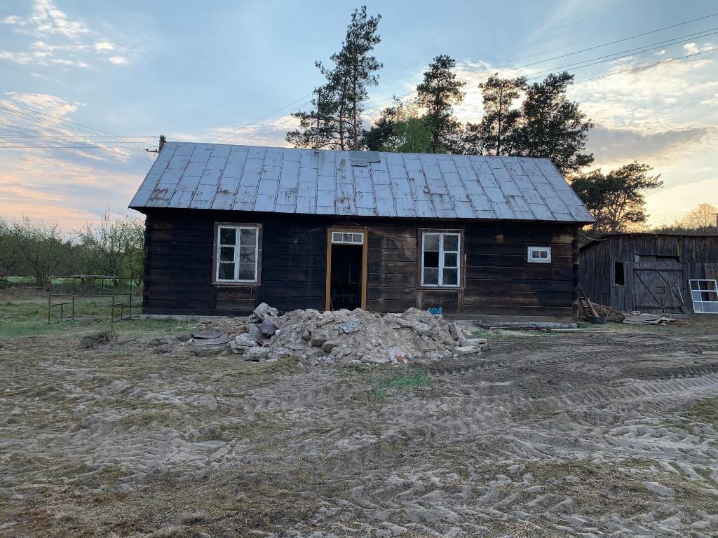 stary drewniany dom z bali remont