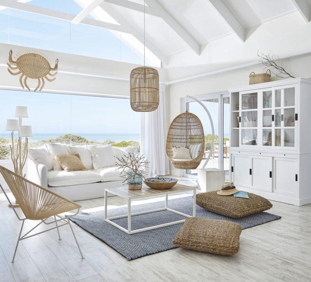 fotel wiszący kokon w salonie