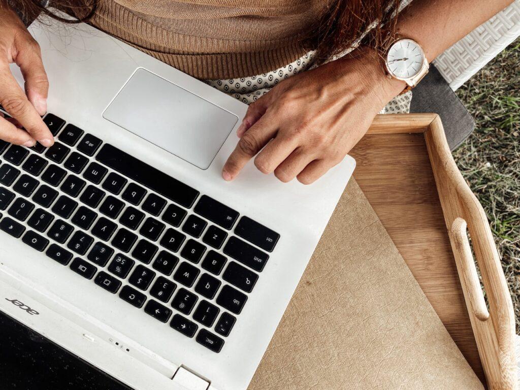 podkładka pod laptop chroni przed prominiowaniem