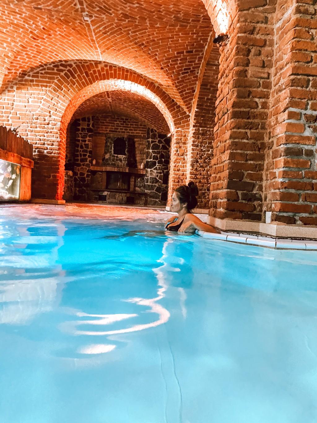hotel zamek ryn basen