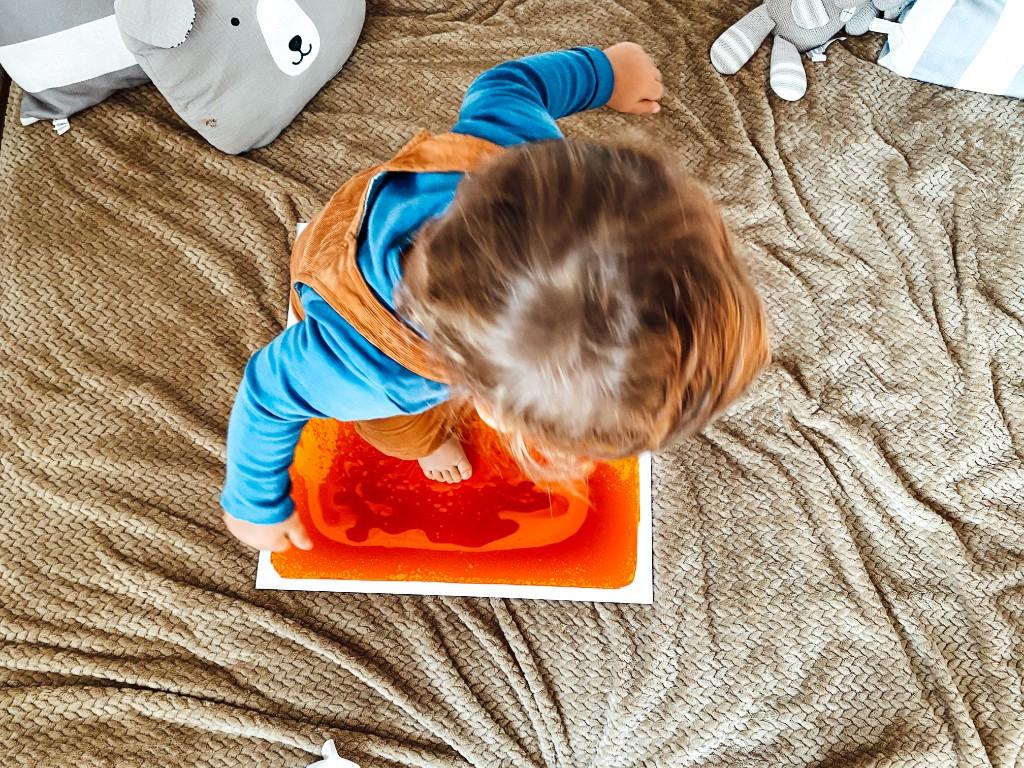 podłoga z cieczą zabawka sensoryczna