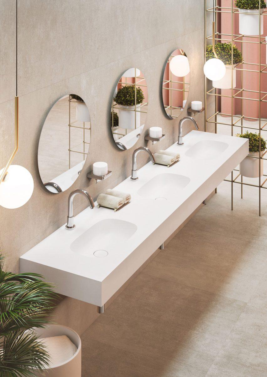 łazienka z elementami złota