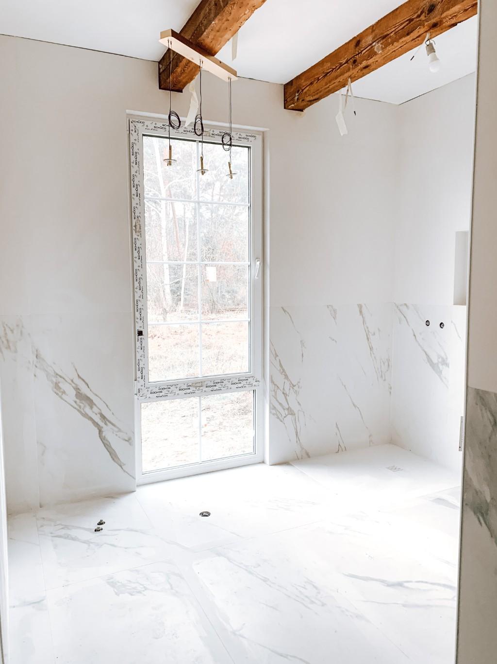 marmurowa łazienka w starym domu