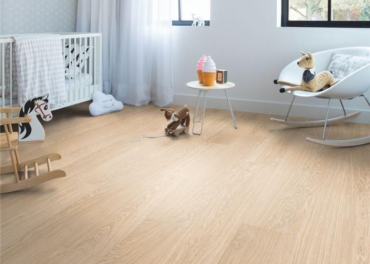 podłoga drewniana w pokoju dziecka
