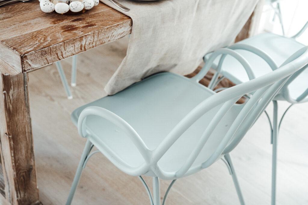 krzesło błękitne do jadalni