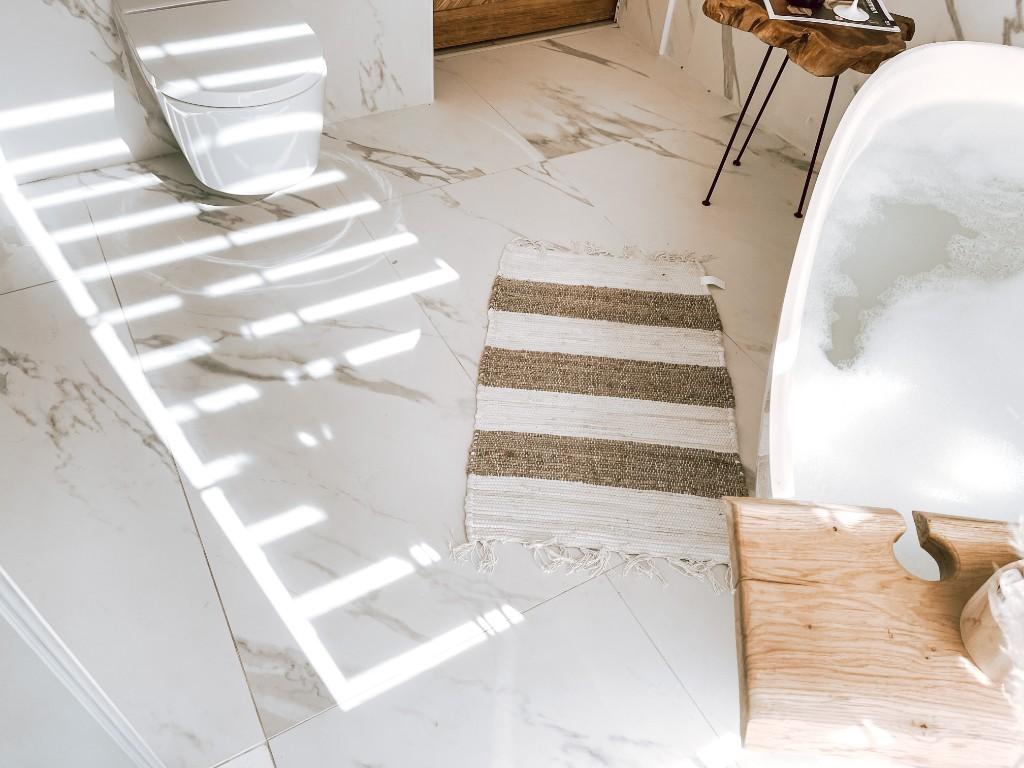 łazienka w o odcieniach beżu
