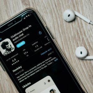 Clubhouse – nowa aplikacja w świecie mediów społecznościowych